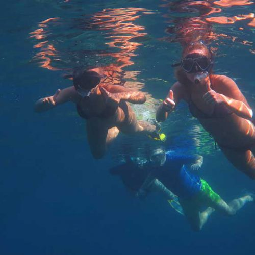 Happy snorkelers give the thumbs up