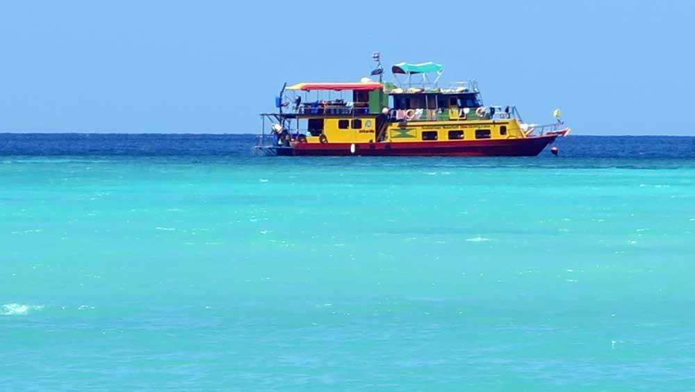 Snorkelling liveaboard at Koh Tachai