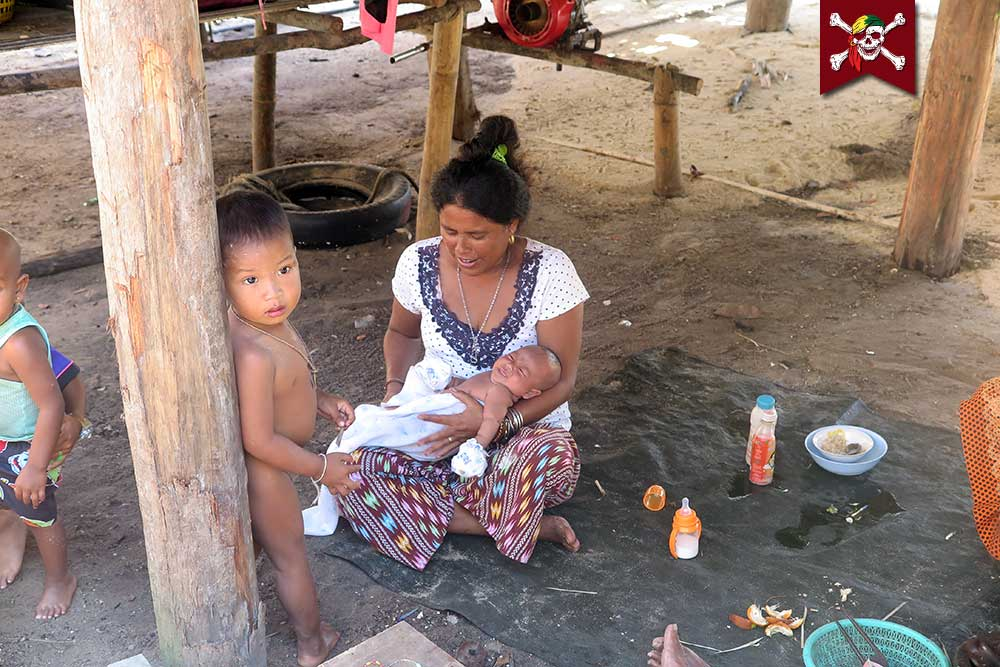 Small children and babies at Surin